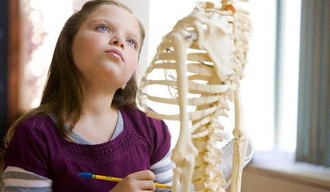 六招檢查兒童脊骨側彎